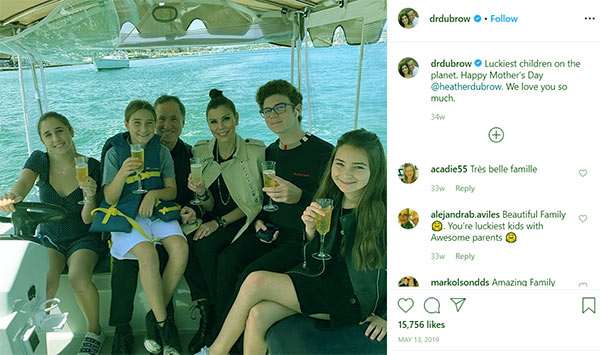 Image of Caption: Terry Dubrow with his wife Heather Dubrow along with their kids Maximillia Dubrow, Collette Dubrow, Katarina Dubrow and son Nicholas Dubrow