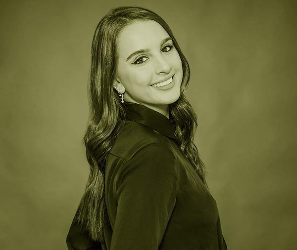 Image of Alexia Umansky works as an agent at The Umansky Team