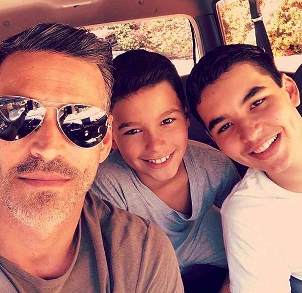Image of Eddie Cibrian took a snap with his two kids Mason and Jake